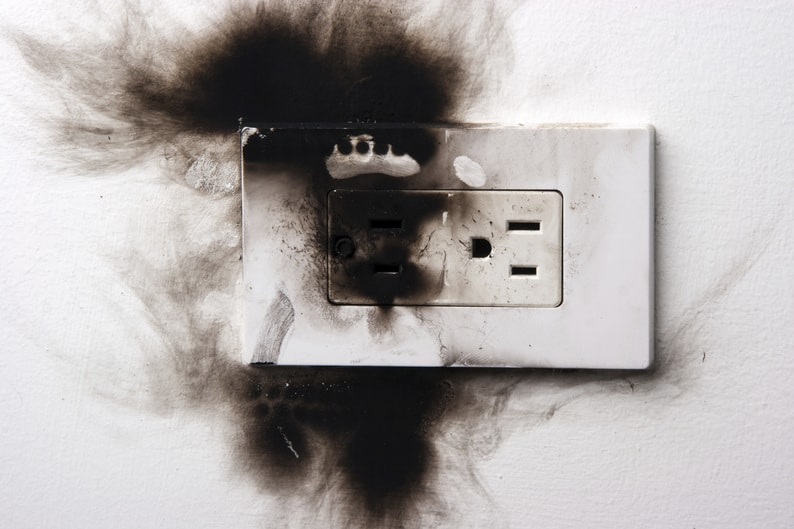 Pleasant 4 Reasons Your Electrical Outlet Sparks What To Do About It Sansone Wiring Cloud Mousmenurrecoveryedborg
