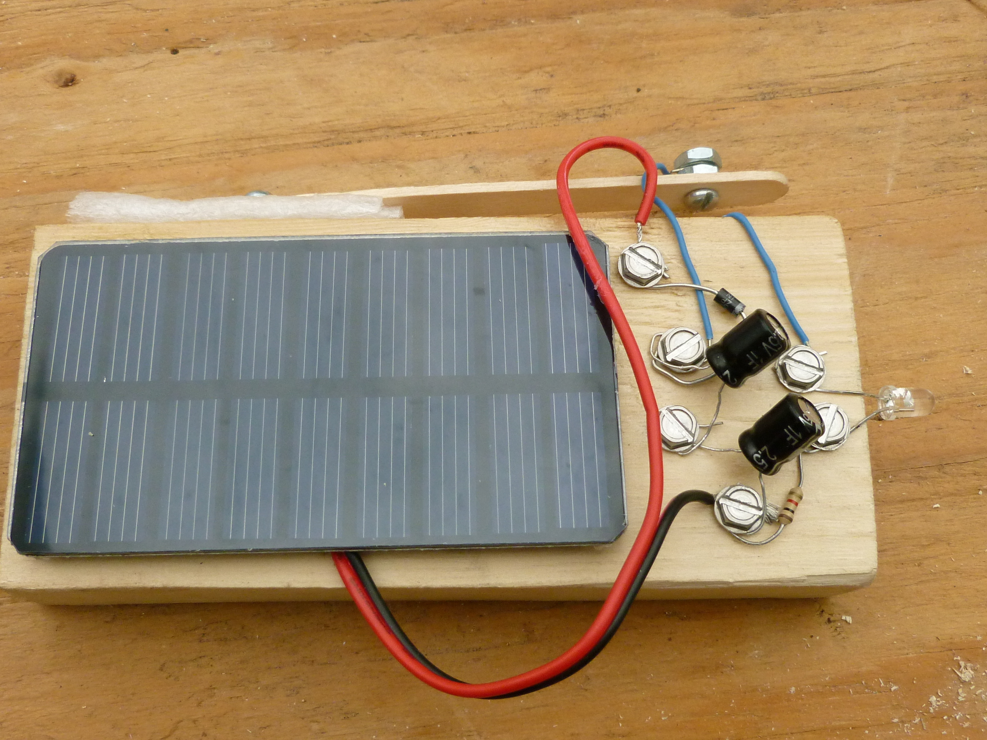 Fb 2931 Solar Powered Garden Lights Electronic Project Circuit