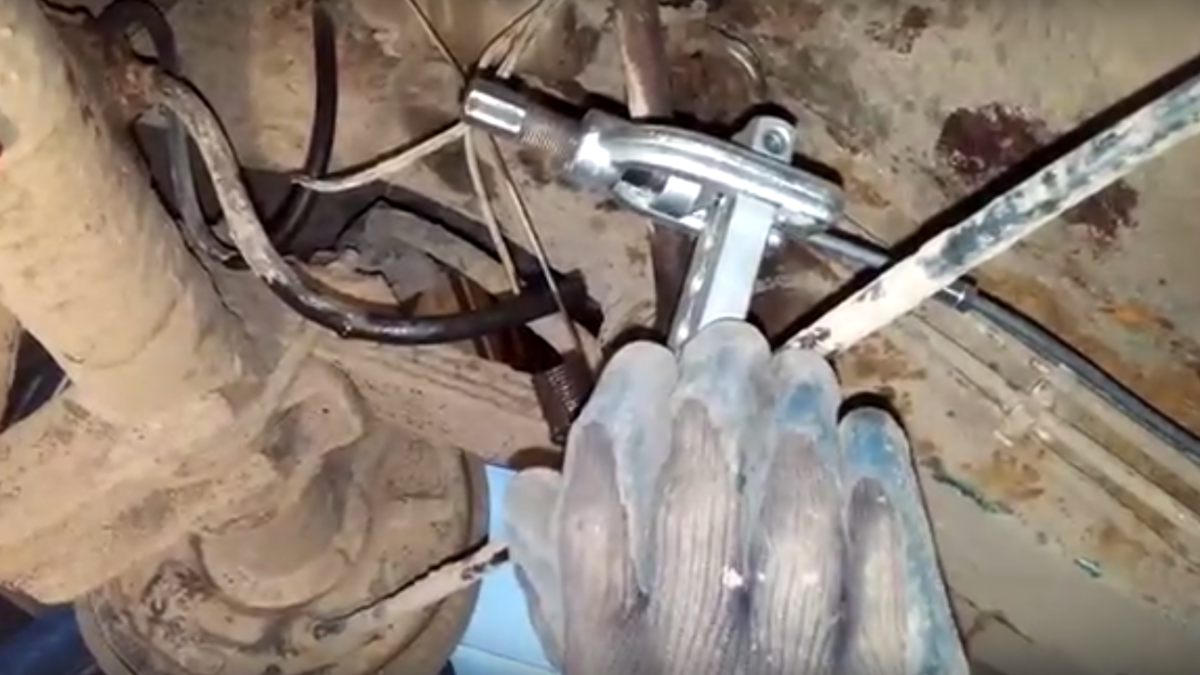 Sn 0380  Brake Line Routing On 2003 Chevy Cavalier Rear