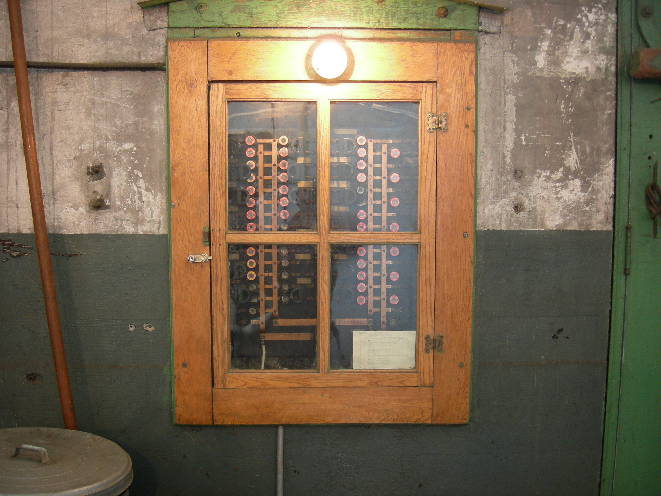 VY_8306] Antique Fuse Box With Fuses Download DiagramTool Rally Peted Unbe Sapre Oxyt Olyti Socad Stic Jebrp Dome Kapemie Ndine  Joami Hyedi Mohammedshrine Librar Wiring 101
